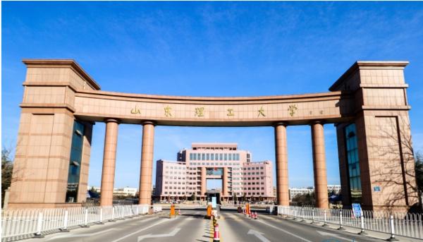 山東理工大學官網大門.png